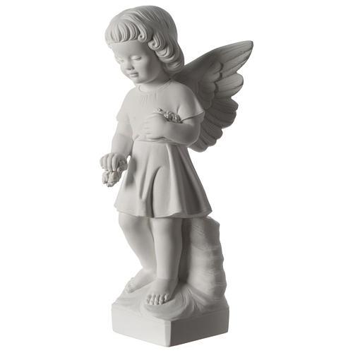 Angel throwing flowers 3