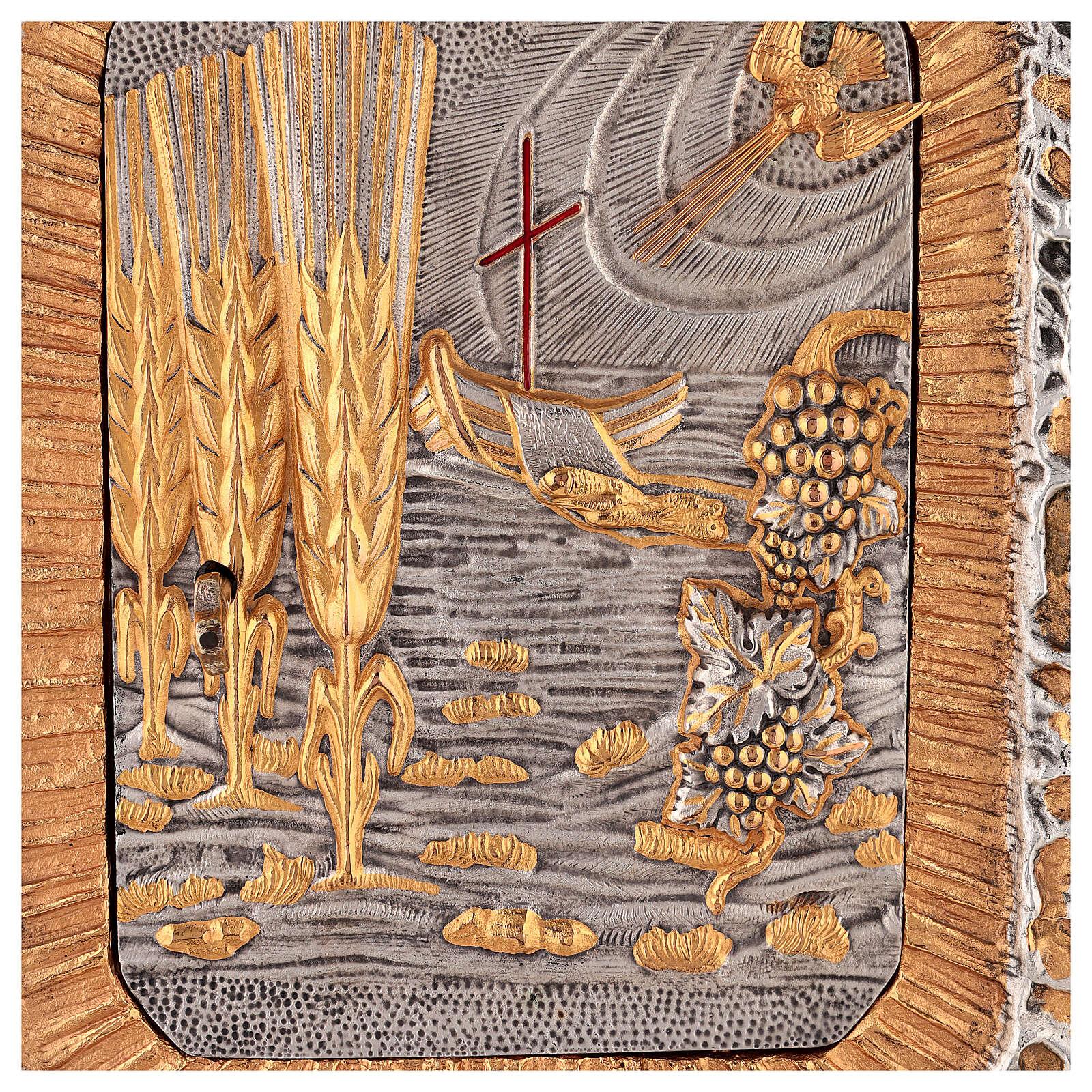 Sagrario de pared dorado con símbolos sacramentos 4