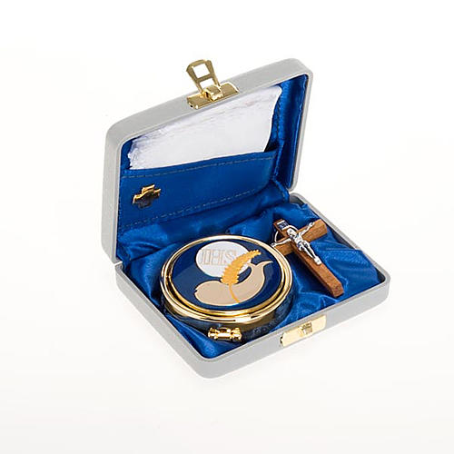 White pyx case with pyx, cross and towel 1