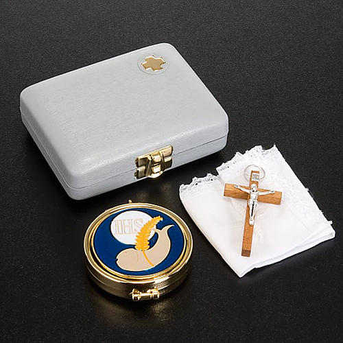 White pyx case with pyx, cross and towel 2