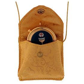 Bolso para relicario de raso amarillo con relicario dorado diámetro 5 cm s2
