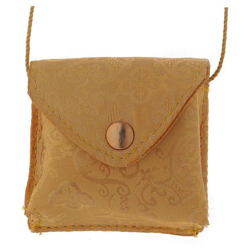 Bolso para relicario de raso amarillo con relicario dorado diámetro 5 cm 1