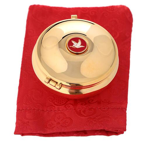 Relicario dorado con paloma esmaltada y saco rojo 4