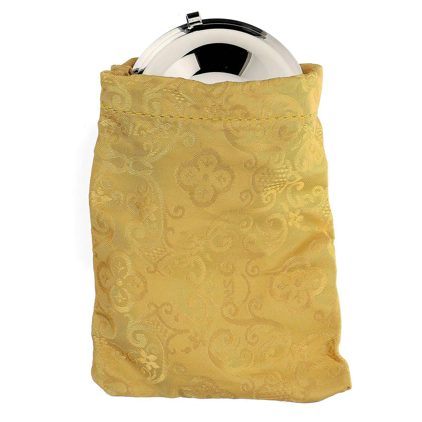 Relicario plateado con cruz esmaltada y bolsita amarilla 3