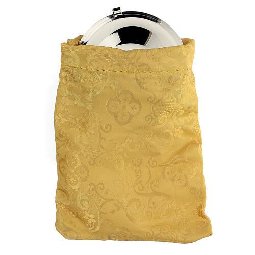 Relicario plateado con cruz esmaltada y bolsita amarilla 1