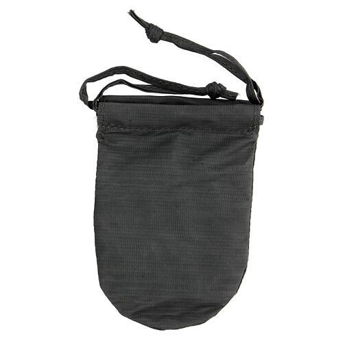 Bolsa con relicario 5 cm de raso gris pintado a mano 6