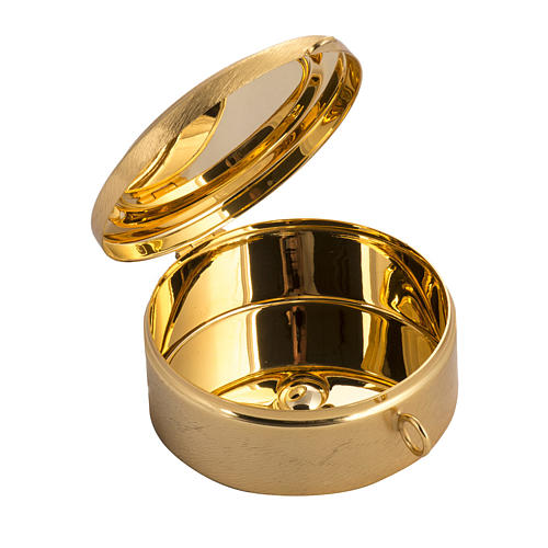 Pyx with cross decoration in knurled brass 2