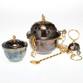 Thuribles and boats: Censer and boat in embossed brass