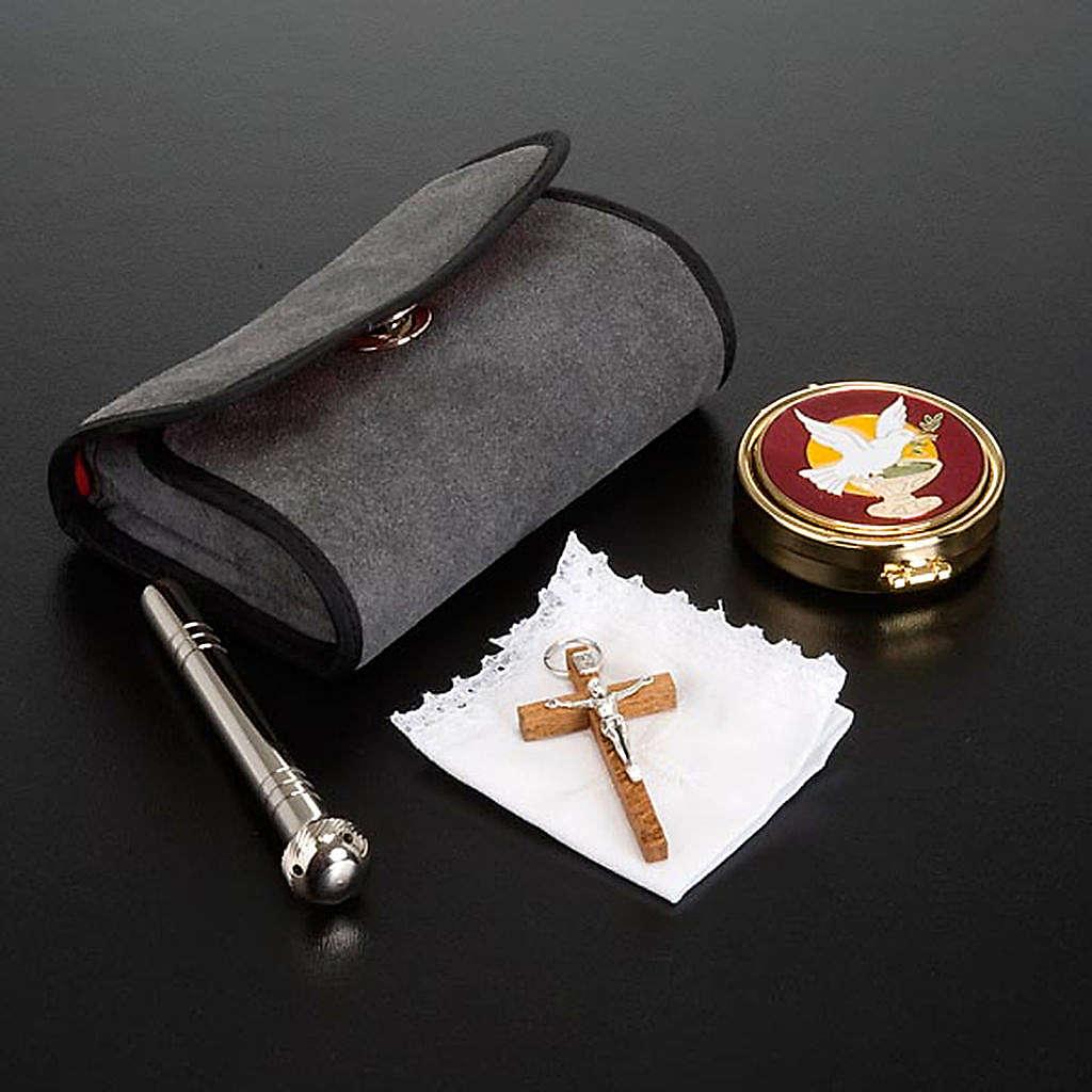 Mariconera con portaviático y pequeña cruz 3