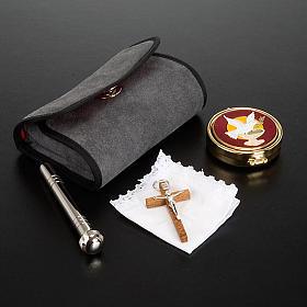 Mariconera con portaviático y pequeña cruz s2