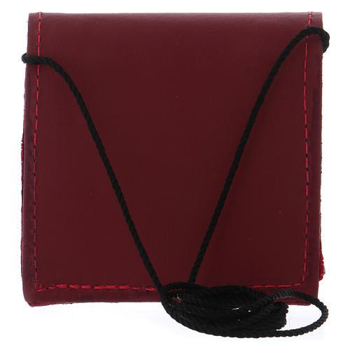 Borsetta portaviatico pelle rossa con bottone nero e tracollina in tessuto 5