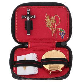 Valises Chapelle: Étui en cuir noir avec fermeture éclair et croix en métal intérieur en satin rouge