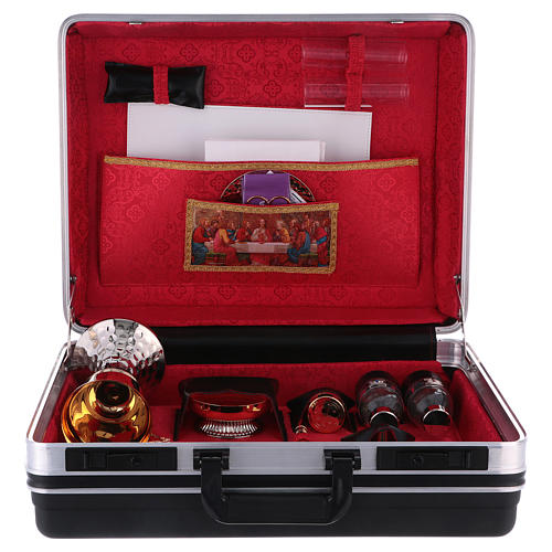Valise pour célébrations plastique et métal intérieur satin rouge Cène 3