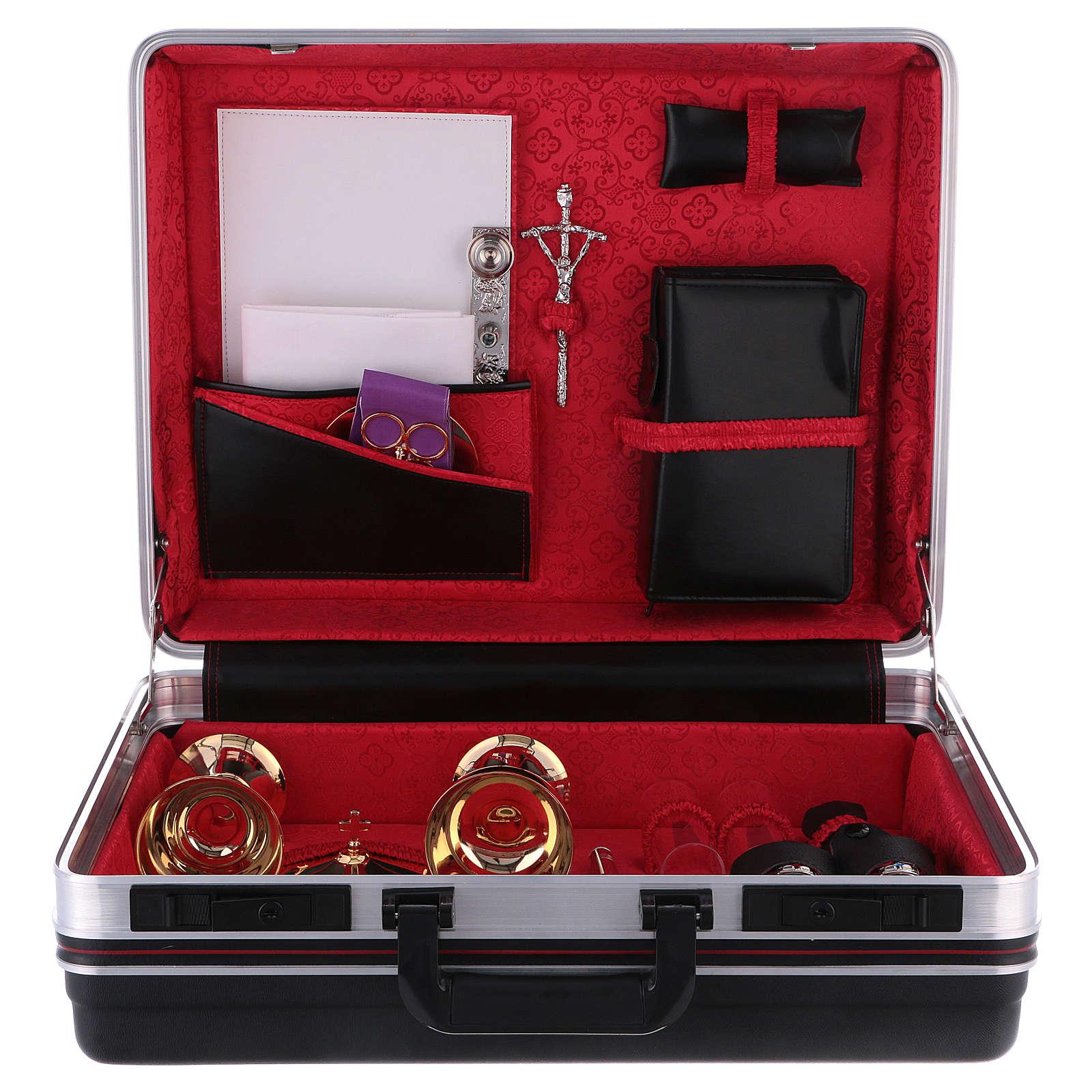Valise chapelle plastique métal intérieur satin rouge image Cène 3