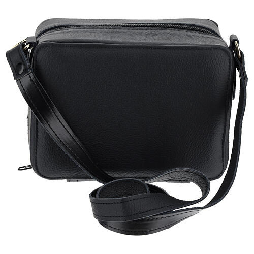 Bolsa tiracolo couro preto e tecido jacquard azul com objetos para celebração litúrgica 7