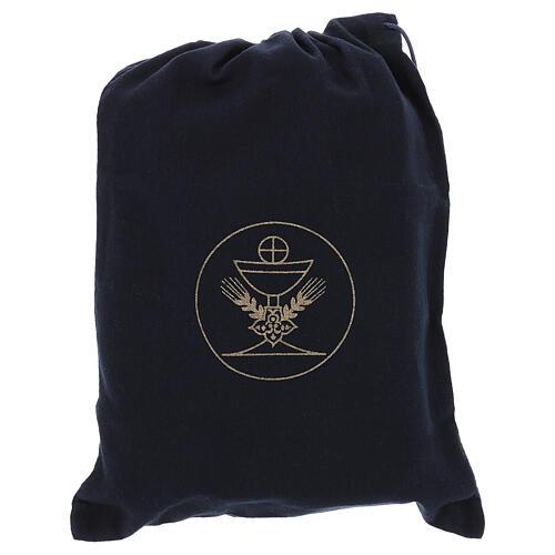 Bolsa tiracolo couro preto e tecido jacquard azul com objetos para celebração litúrgica 9
