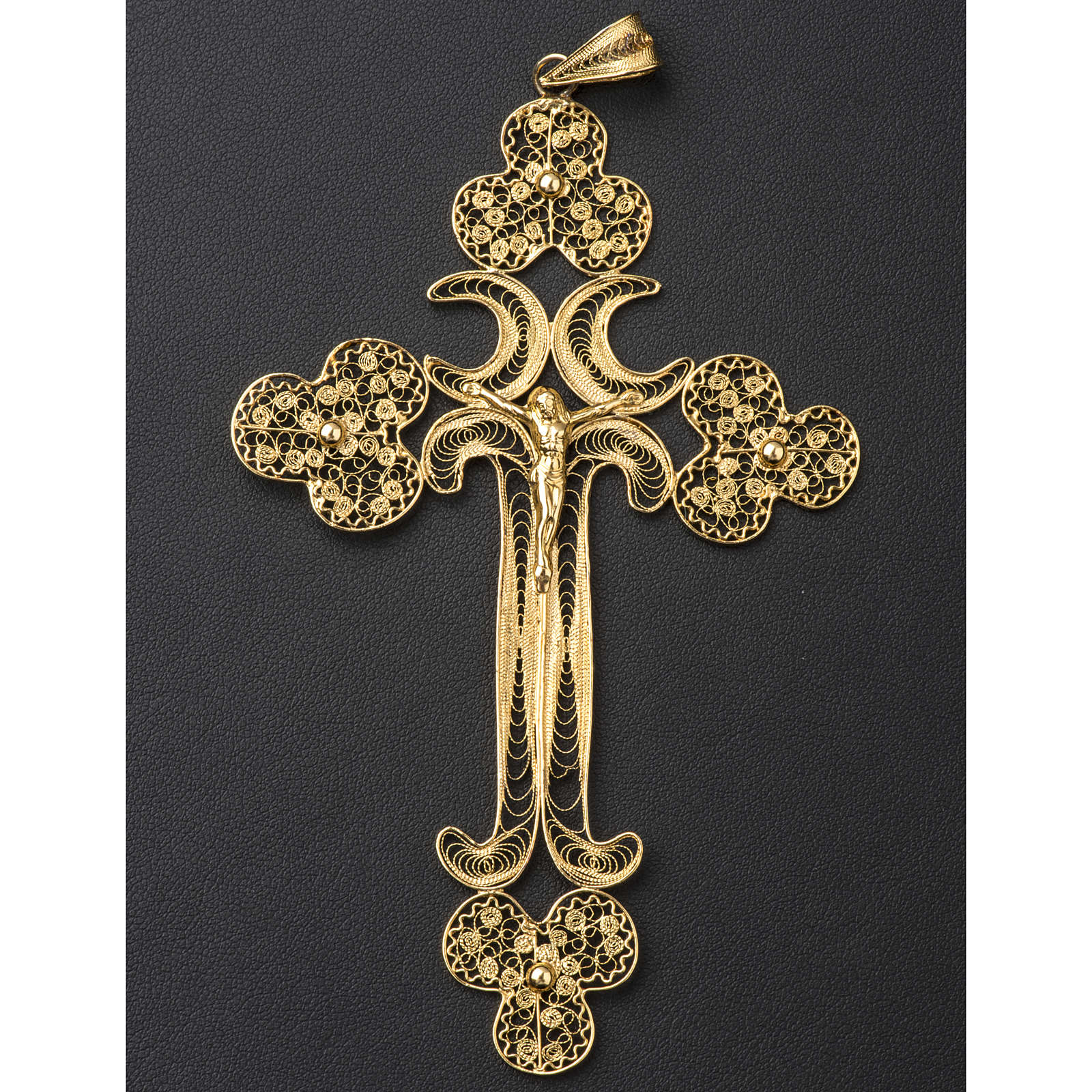 Pectoral Cross in golden silver filigree, Chist's body 3