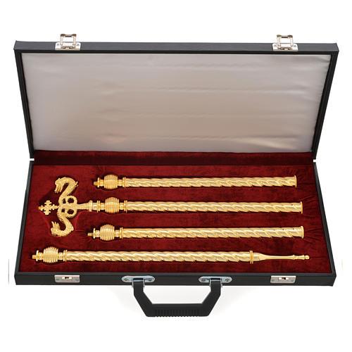 Báculo pastoral dorado con maleta 4