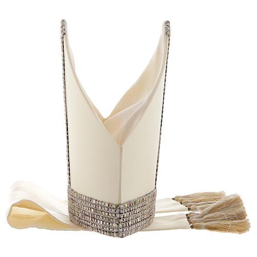 Mitra aus 100 % Wolle mit Schmuckband aus Chanel-Stoff 5